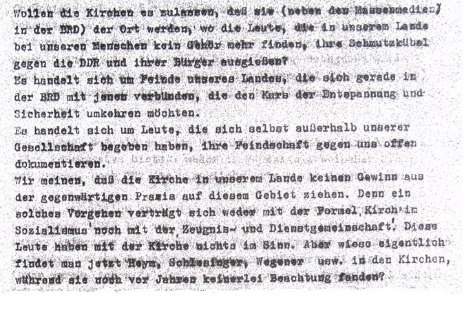 Die staatliche Einschätzung der Offenen Arbeit in Halle-Neustadt ändert sich anlässlich der 4. Werkstattage im Oktober 1979. Das Auftreten gegenüber den hauptamtlichen Vertretern der Kirchengemeinde wird offensiv-fordernd. Eine nicht religiöse, sondern politische und damit genehmigungspflichtige, also ungesetzliche Veranstaltung gelte es zu verantworten. Wer Feinde der DDR offen unterstütze, gefährde das gute Verhältnis zwischen Staat und Kirche. Weil sich die Kirche dann unweigerlich in Angelegenheiten des Staats einmische.  Aus einer Gesprächskonzeption für die Abteilung Inneres/ Referat Kirchenfragen beim Rat der Stadt Halle-Neustadt zur Vorbereitung der Aussprache mit Vertretern der Gemeinde Halle-Neustadt (Quelle: SAPMO DO 4/ 83744/587/ 793).