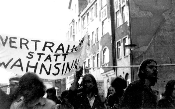 Auf dem Pfingsttreffen der FDJ 1983 in Halle am 19. Mai (Foto: Andreas Baumgartner / Quelle: Bildarchiv der Robert-Havemann-Gesellschaft).